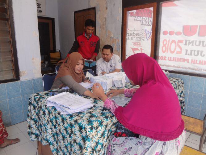 Pendistribusi Kartu KIS – PBID Tahap I UHC (Universal Health Coverage) Kelurahan Josenan