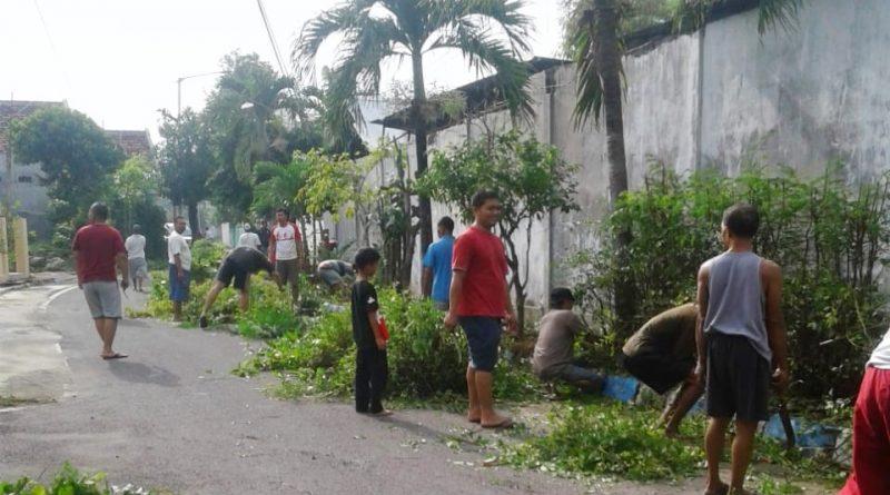 Ciptakan Lingkungan Bersih dan Sehat Kelurahan Josenan Adakan Kerja Bakti