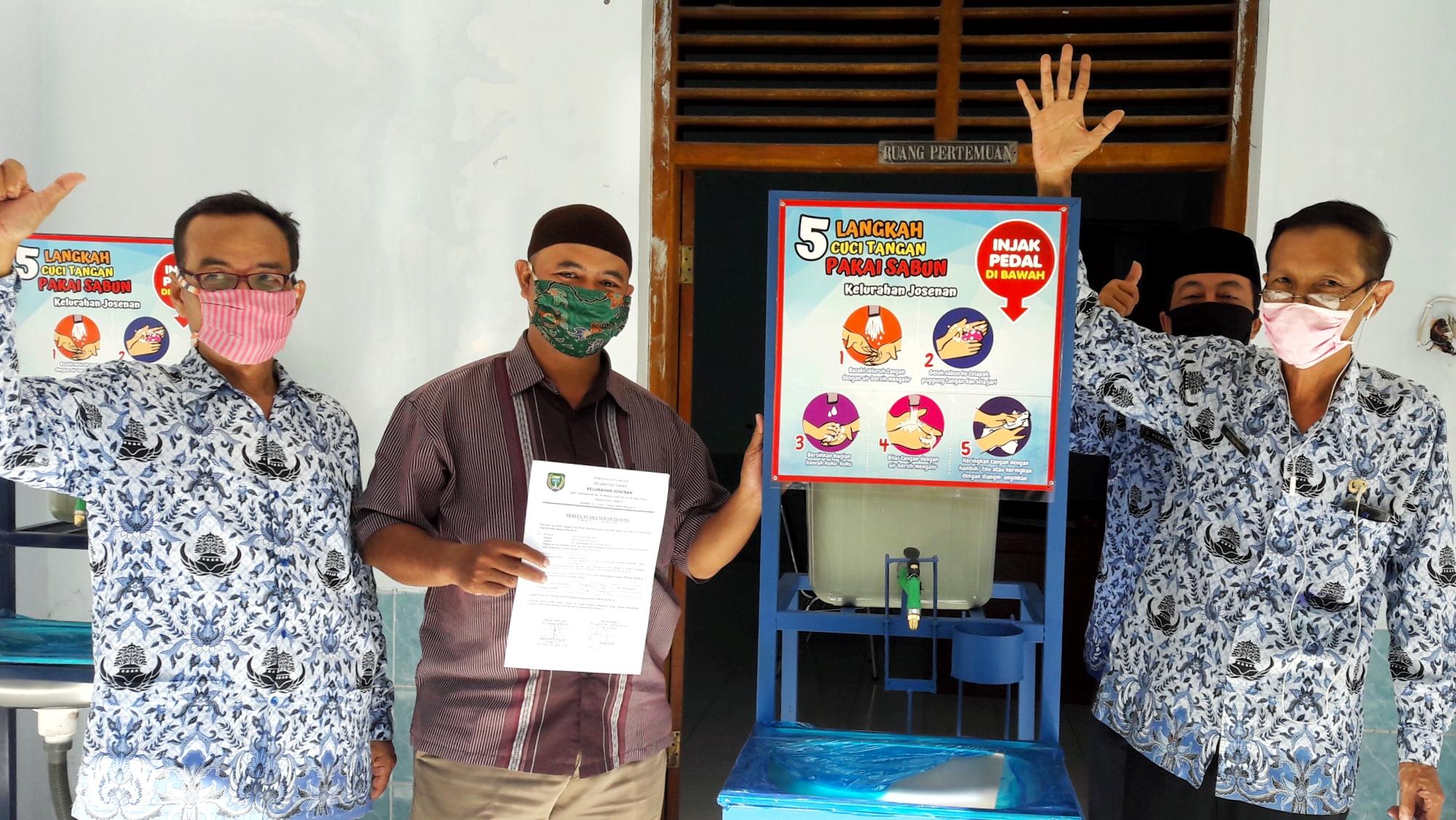 Pembagian Bantuan Wastafel Untuk Tempat Ibadah Di Kelurahan Josenan