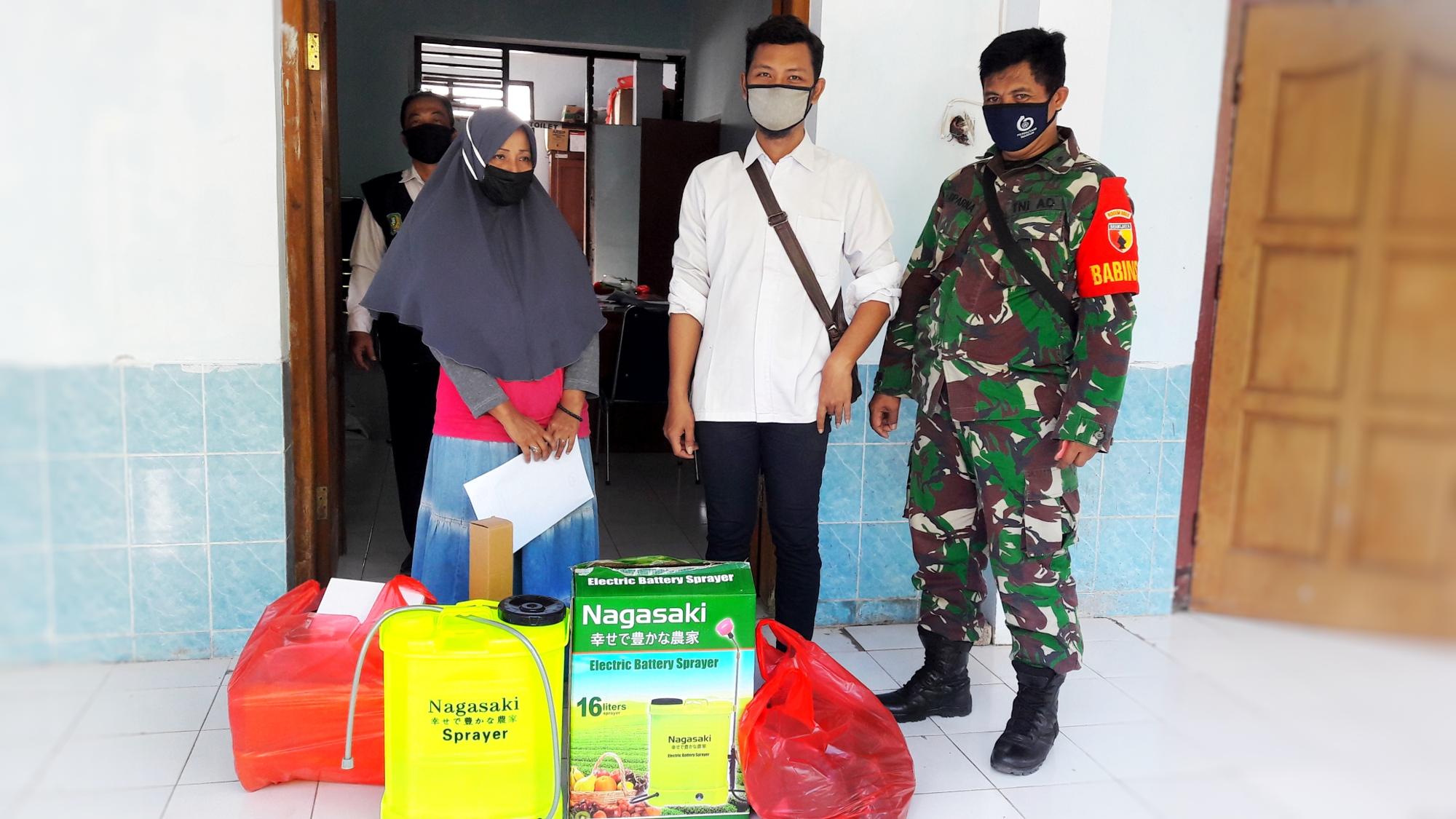 Pembagian Bantuan Terkait Penerapan Protokol Kesehatan Bagi Masyarakat Kelurahan Josenan